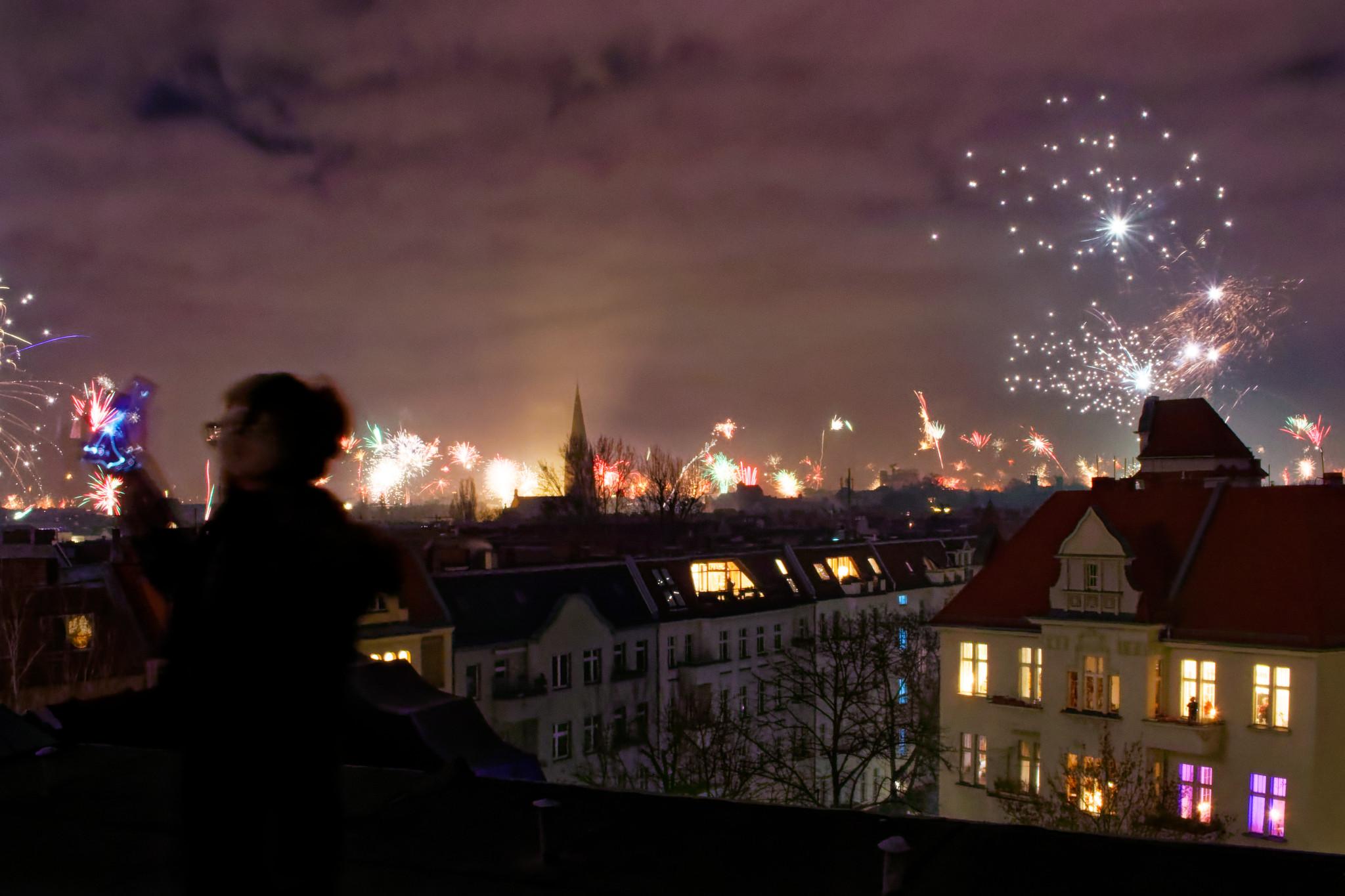 Feuerwerk über den Dächern Berlins